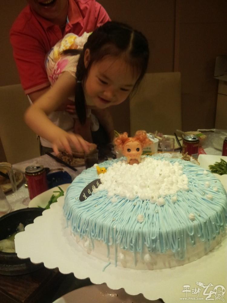 一款生日蛋糕 芭比娃娃洗澡图片